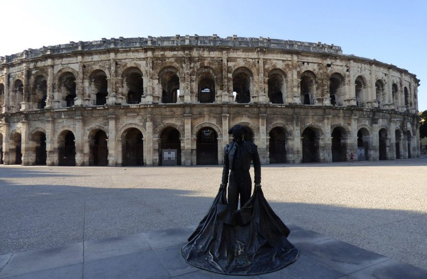 Nîmes et les environs